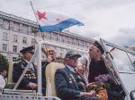 Republik Moldau, Veteranen mit sowjetischer Flotten Flagge (Ramin Mazur)
