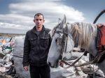 Stojan 27 Jahre sammelt Plastikflaschen und Essen auf einer Müllkippe Nahe Karnobat (Florian Bachmeier)