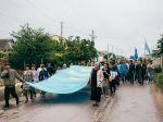 Demonstration von Krimtataren mit dem offiziellen Symbol (Ramin Mazur)